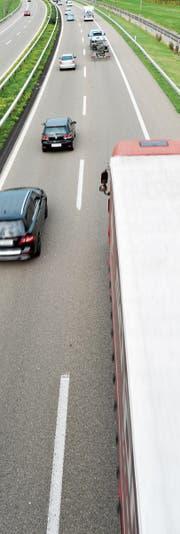 Die Autobahn A1 bei Gloten: Schadstoffe werden schnell verdünnt. (Bild: Donato Caspari)