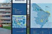 Lotse und Orientierungshilfe für Besucher wie Einheimische: eine der neueren Informationsstellen im WerkZwei-Park. (Bilder: Max Eichenberger)