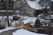 Hinter der Brücke verläuft der Jakobsweg über ein privates Grundstück. Der Besitzer möchte das öffentliche Fusswegrecht aufheben. (Bild: Mea McGhee)