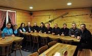 Mit grossem Einsatz und neuen Ideen konnte der Skilift langfristig gerettet werden. Das Team um Präsident René Lanker (r.) freut's. (Bild: PAG)