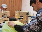 Die Nähmaschinen sind bei den gelernten Schneidern sehr beliebt.