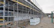 Das neue Betriebsgebäude erstreckt sich auf eine Länge von 96 Metern, eine Breite von 25 Metern und eine Höhe von 10 Metern.