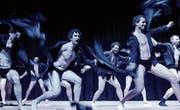 Die Männerturner zeigen eine Chippendales-Show. (Bild: Rudolf Steiner)