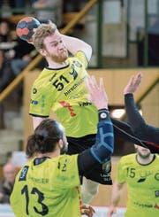 Max Höning erzielt für St. Otmar in Zürich praktisch mit dem Schlusspfiff das 20:20. (Bild: Urs Bucher)