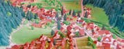 Alles stimmt genau überein: Das Dussnanger Relief sorgt im Dorf für Aufsehen. (Bilder: Christoph Heer)