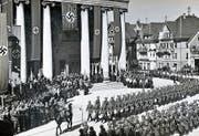 Im März 1938 paradierte die deutsche Wehrmacht auf dem Dornbirner Marktplatz. Bild: (Bild: Stadtarchiv Dornbirn)