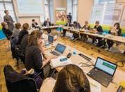Grossandrang: Medien aus der Deutsch- und Welschschweiz interessierten sich für den Lehrplan Thurgauer Volksschule. (Bild: Reto Martin)