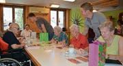 Viel Spass für Jung und Alt beim Lottomatch im Altersheim. (Bild: PD)