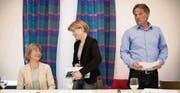 Vereint gegen die Expo in der Ostschweiz: Lisa Leisi (EDU), Esther Friedli (SVP, Mitte) und Andreas Graf (Parteifrei SG) nach der Medienkonferenz in St. Gallen. (Bild: ky/Gian Ehrenzeller)