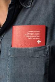 In den letzten zehn Jahren erlangten 85806 Ausländer die Schweizer Staatsbürgerschaft durch erleichterte Einbürgerung aufgrund ihrer Ehe mit einer Schweizerin oder einem Schweizer. (Bild: Keystone)