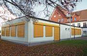 Geht es nach dem Unteregger Gemeinderat, sollen der Pavillon und das Schulhaus einem Neubau weichen. (Bild: PD)