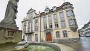 Das Weinfelder Rathaus, vom Thomas-Bornhauser-Brunnen aus gesehen. (Bild: Donato Caspari)