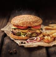 Der Hamburger macht sich auch in vornehmer Umgebung gut. (Bild: Getty)