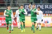 Könnten am Samstag im ersten Heimspiel wieder jubeln: St.Gallens Roman Buess (rechts) mit Teamkollegen Danijel Aleksic und Boris Babic. (Bild: BENJAMIN MANSER)