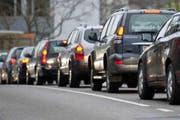 Verkehr und Lärm auf der Teufenerstrasse in St.Gallen: Wegen Sparmassnahmen konnten nicht alle Lärmsanierungen rechtzeitig realisiert werden. (Bild: Benjamin Manser/Archiv)