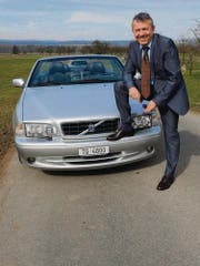 Sein Volvo hat es in einen Film mit Daniel Craig geschafft. Carlo Fuso aber nicht. Er nimmt's mit Humor. (Bild: Nana do Carmo)