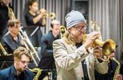 Rüdiger Baldauf, deutscher Jazztrompeter, begeistert zusammen mit der Big Band Zug. (Bild: Reto Martin)