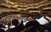 Klassik als Wellnessveranstaltung? – Aufführung in der Elbphilharmonie in Hamburg. (Bild: Christian Charisius/DPA)