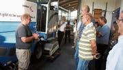Besucher informierten sich im EZO über den Betrieb und die Abstimmung vom 24. September. (Bild: Markus Bösch)