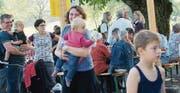 Bei sommerlichen Temperaturen kamen viele Familien mit Kindern zum Winzerfest, das buchstäblich einem Familienfest glich. (Bilder: Heidy Beyeler)