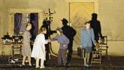 Die jugendlichen Schauspieler agieren vor historischen Gemäuern. (Bild: Christoph Heer)