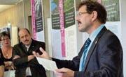 Zur Eröffnung der Sonderausstellung sprach Regierungsrat Jakob Stark. Auch Gemeindeammann Martin Stuber liess sich blicken. (Bild: Gudrun Enders)