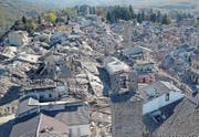 epa05609792 An aerial view of Amatrice village after the strong earthquake in central Italy, 30 October 2016. A 6.6 magnitude earthquake struck 6km north of Norcia, Italy, on 30 October 2016. EPA/ITALIAN FIRE FIGHTERS / HANDOUT HANDOUT EDITORIAL USE ONLY/NO SALES/NO ARCHIVES (Bild: ITALIAN FIRE FIGHTERS / HANDOUT (EPA))