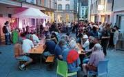 Bei schönem Wetter sind Konzerte vor dem «Münzhof» ein Publikumsmagnet. (Bild: Res Lerch (August 2016))