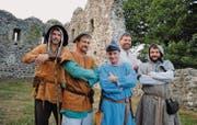Die Initianten des Mittelalterfests: Reinhard Wydler, Guido Mazenauer, Sven Meier, Reto Hagen und Marek Krähenbühl vor der Ruine Helfenberg. (Bild: Evi Biedermann)