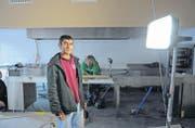 Noch herrscht das Bau-Chaos, aber in zwei Wochen wird Hasan Cagir hier den neuen «Tegersche Kebab» eröffnen. (Bild: Michael Hug)