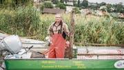 Der Ermatinger Berufsfischer Rolf Meier auf seinem Boot. (Bild: Thi My Lien Nguyen)