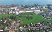 Auf der Grünflache (Bildmitte) links von der RHB-Trasse ist die neue Siedlung geplant. Geht es nach dem Gemeinderat Rorschacherberg, soll die Zufahrt vom Wendeplatz der Wiggenrainstrasse her gebaut werden (rechts unten). (Bild: Hardy Buob (Oktober 2017))