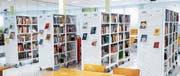 Die Büchergestell-Landschaft der Bibliothek der Kulturen am noch bis 20. Januar aktuellen Standort im Quartiertreffpunkt Talbach. (Bild: PD)