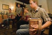 Die Lommiser Örgelifäger vom Lauchetal spielen am Sonntagmorgen in Wängi. (Archivbild: Olaf Kühne)