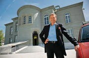 Unternehmer Daniel Model vor seinem Modelhof in Müllheim. Am 2. Juni will er Eröffnung feiern. (Bild: Reto Martin)