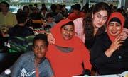 Über 120 Asylsuchende nahmen an der Weihnachtsfeier im evangelischen Kirchgemeindehaus in Wil teil. (Bild: Roland P. Poschung)