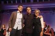 Gross ist die Freude über die Anerkennung. Die Preisträger Urs Laib, Gabriel Estarellas Pascual und Monika Laib. (Bild: Barbara Hettich)