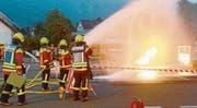 Hauptübung auf dem Marktplatz und Bekämpfung des Brandes mit Wasser und Schaum. (Bilder: Hansruedi Rohrer)