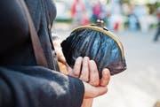 Immer mehr Pensionierte sind auf Ergänzungsleistungen angewiesen. (Bild: Gaetan Bally/Keystone)