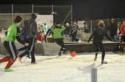 24 Mannschaften machten beim Snow-Soccer-Turnier mit. (Bild: Corinne Hanselmann)