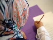 Weil er Kopftücher aus den Schulen verbannen wollte, musste der Erziehungsrat viel Kritik einstecken. (Bild: Georgios Kefalas/KEY)