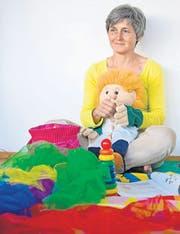«Eltern reagieren am Schluss des Kurses oft sicherer und entspannter»: Susanna Vogel-Engeli in Aktion. (Bild: pd)