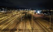 Damit mehr Zeit für Bauarbeiten bleibt, sollen am späteren Abend weniger Züge fahren. (Bild: Christian Beutler/Keystone)