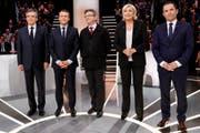 Illustre Runde: (v.l.) François Fillon, Emmanuel Macron, Jean-Luc Mélenchon, Marine Le Pen und Benoît Hamon. (Bild: PATRICK KOVARIK (AP AFP POOL))