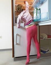 In Haushalten mit Kindern senken Sozialtransfers die Armut besonders stark. (Bild: Christof Schürpf/Keystone)