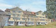 Vor dem Verkauf des Gemeindealtersheim Chräg muss geklärt werden, wie viel Umschwung zum Objekt gehört. (Bild: Ueli Abt)
