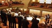 Die Musiker und der Chor waren während des Konzertes in der ganzen Kirche verteilt. (Bild: Markus Bösch)