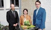 Pfarrer Andreas Schenk mit Daniela Frischknecht und ihrem Nachfolger Marco Seydel. (Bild: Rolf Rechsteiner)