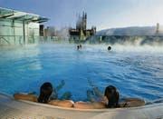 1. und 21. Jahrhundert vereint: Neue Anlage in der alten Bäderstadt Bath im Westen Englands. (Bild aus: «Badekultur», Verlag Hier und jetzt)