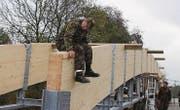 Nachhaltige Übung: In Appenzell baut die Armee einen Fussgängersteg.